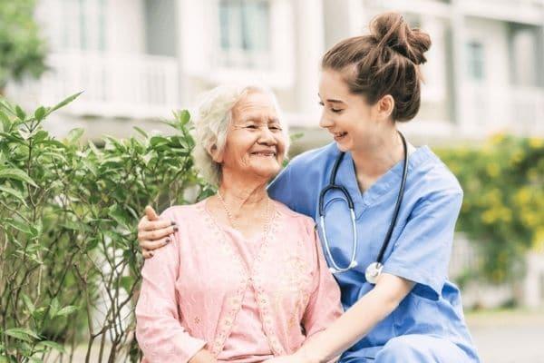 Curso de cuidador de idosos online grátis: Veja como funciona
